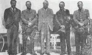 Ο Χερστ στο κέντρο με ναζιστές αξιωματούχους.